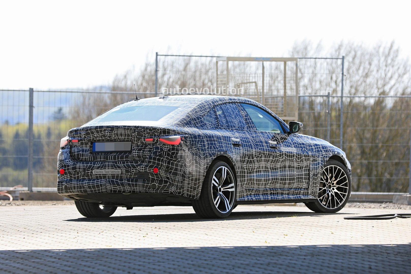 bmw-i4-spied-with-4-series-styling-might-have-dual-motor-setup_9