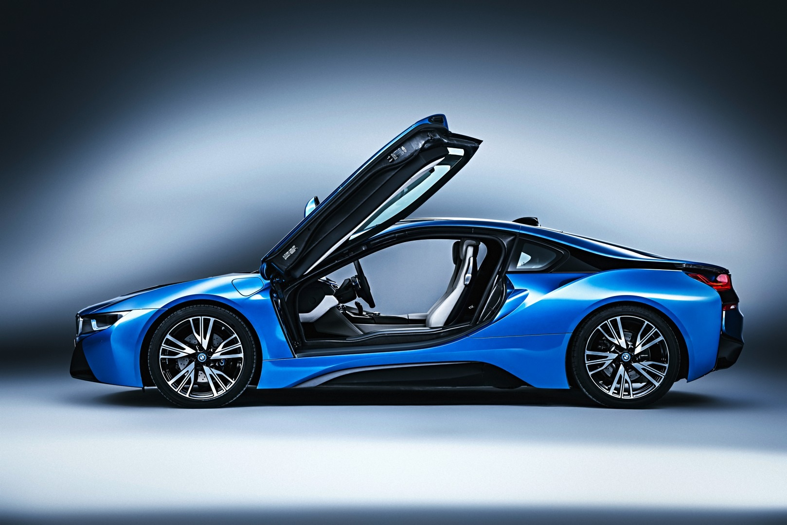 bmw i8 final specs revealed deliveries to start in june. Black Bedroom Furniture Sets. Home Design Ideas