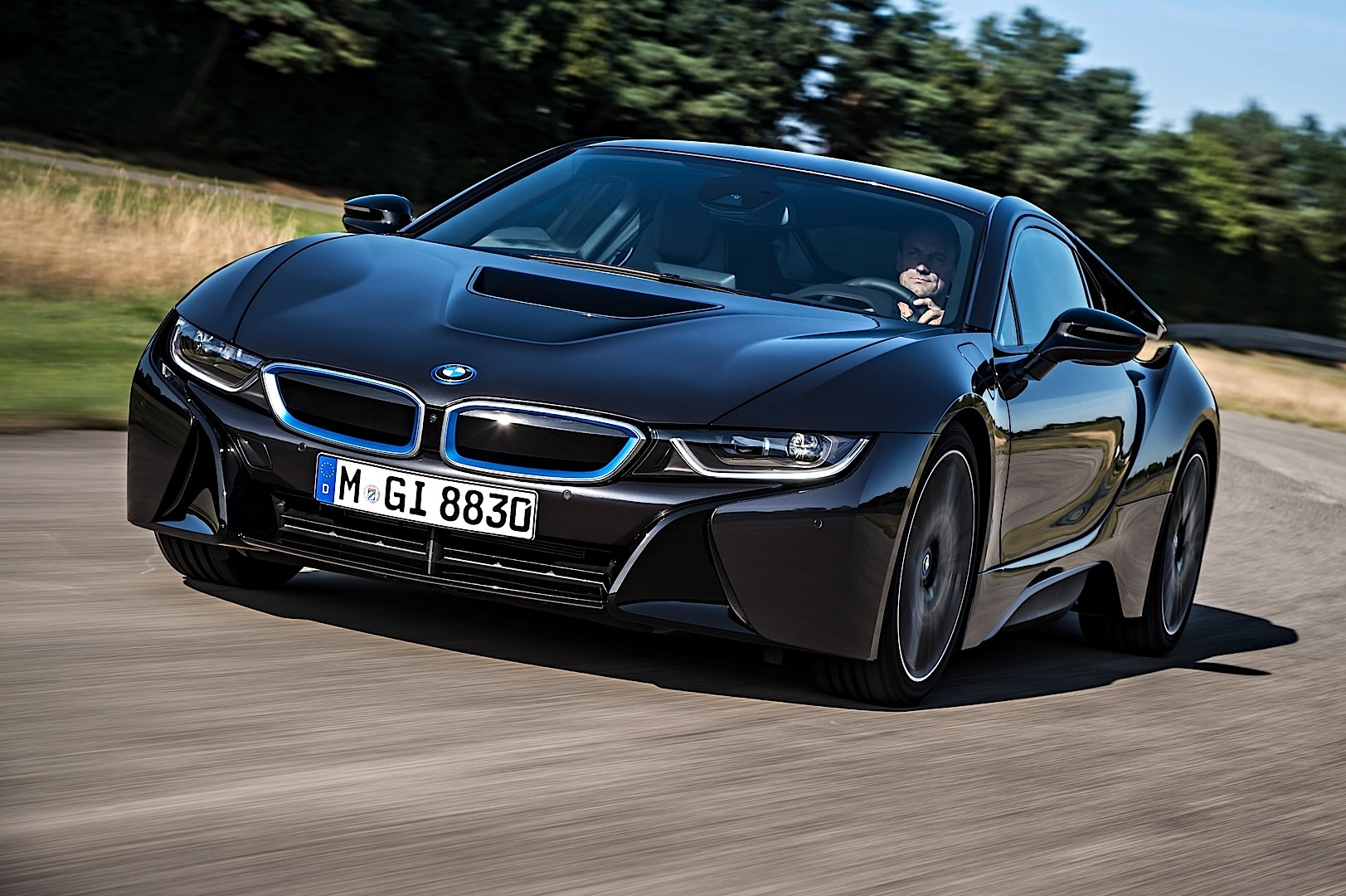 Bmw I8 Is The World 39 S First Car To Have Laser Headlights