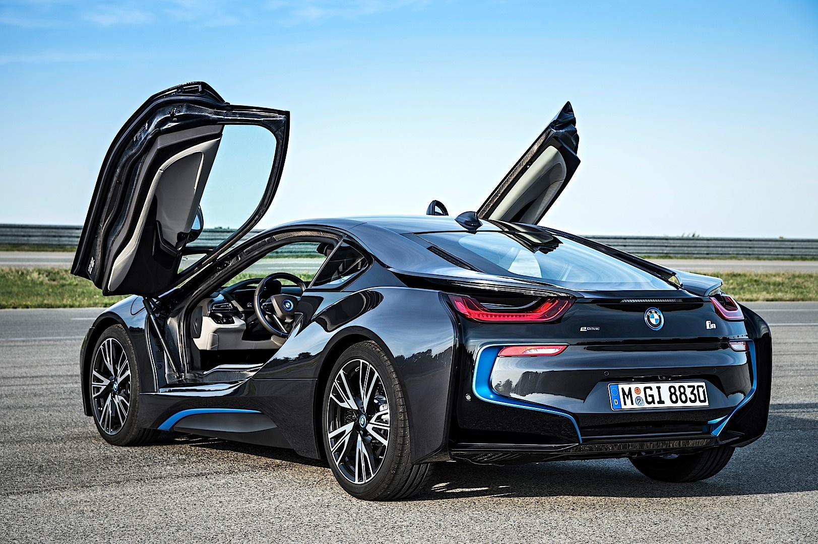 BMW i8 Is the World\'s First Car to Have Laser Headlights - autoevolution