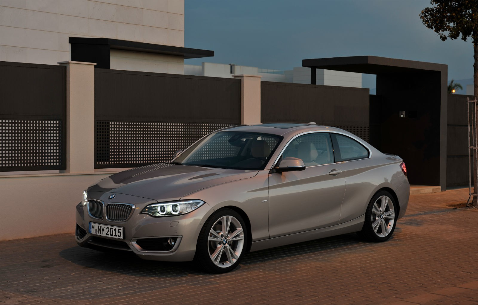 bmw launches 218i coupe with 3 cylinder turbo petrol engine autoevolution. Black Bedroom Furniture Sets. Home Design Ideas