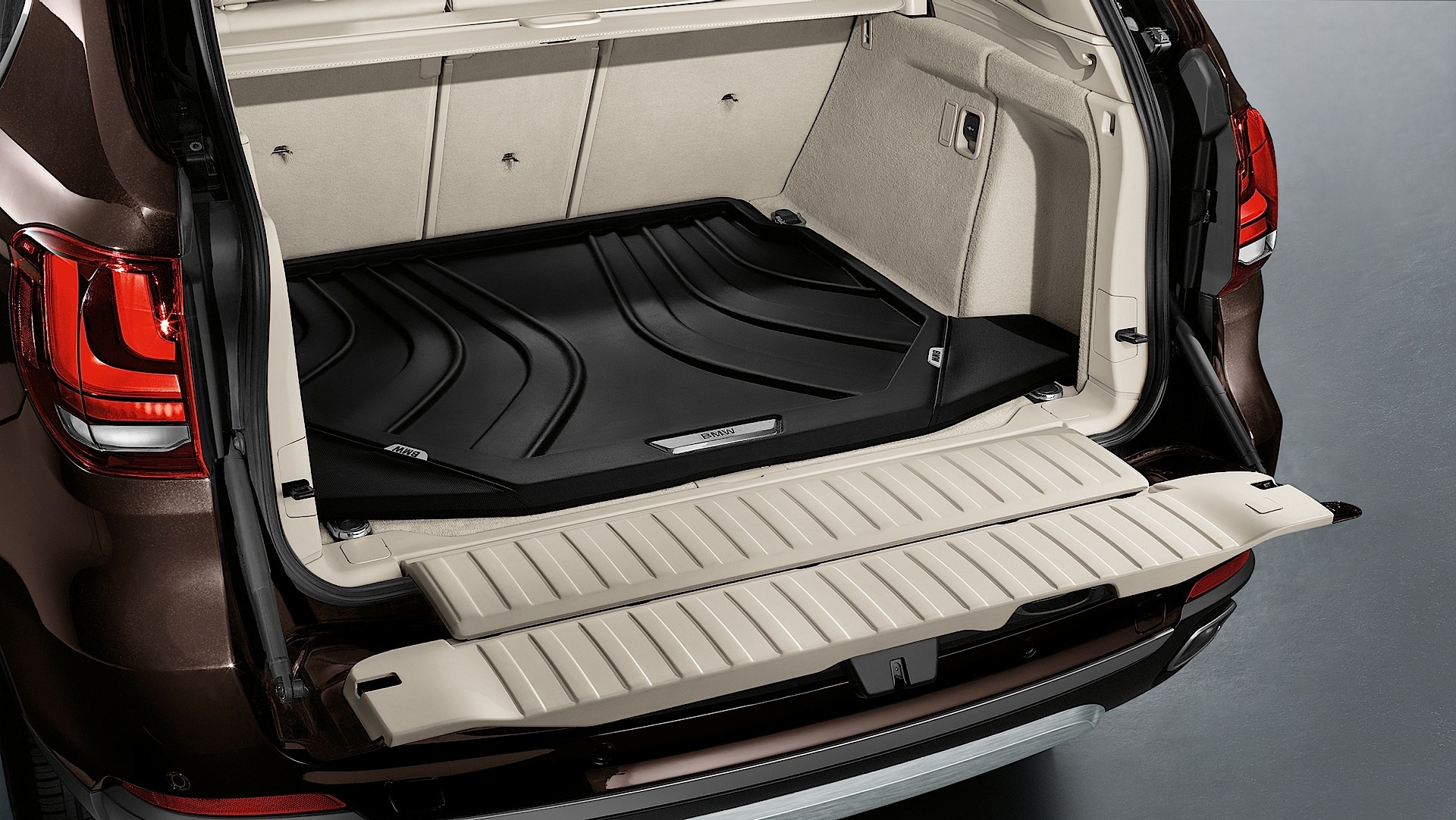bmw launches new set of accessories for the f15 x5. Black Bedroom Furniture Sets. Home Design Ideas