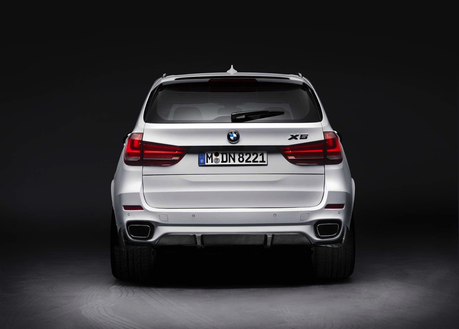 bmw m performance parts for 2015 x5 heading to the us autoevolution. Black Bedroom Furniture Sets. Home Design Ideas