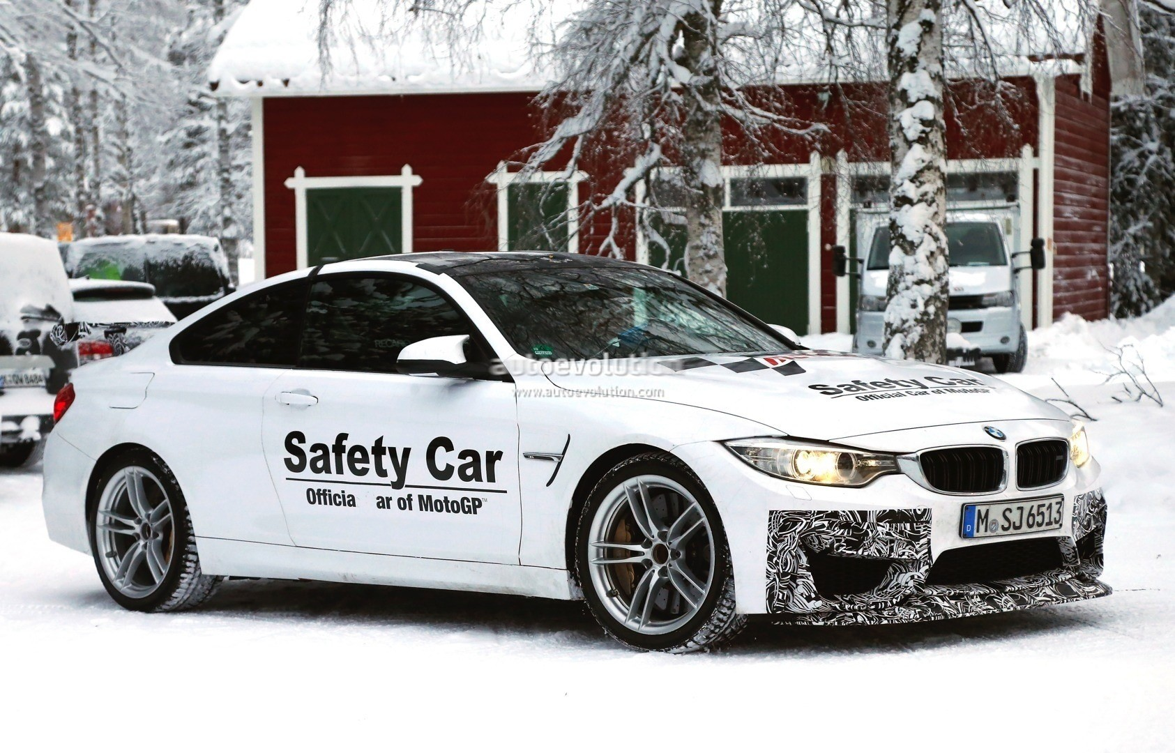 ... BMW M4 GTS ...