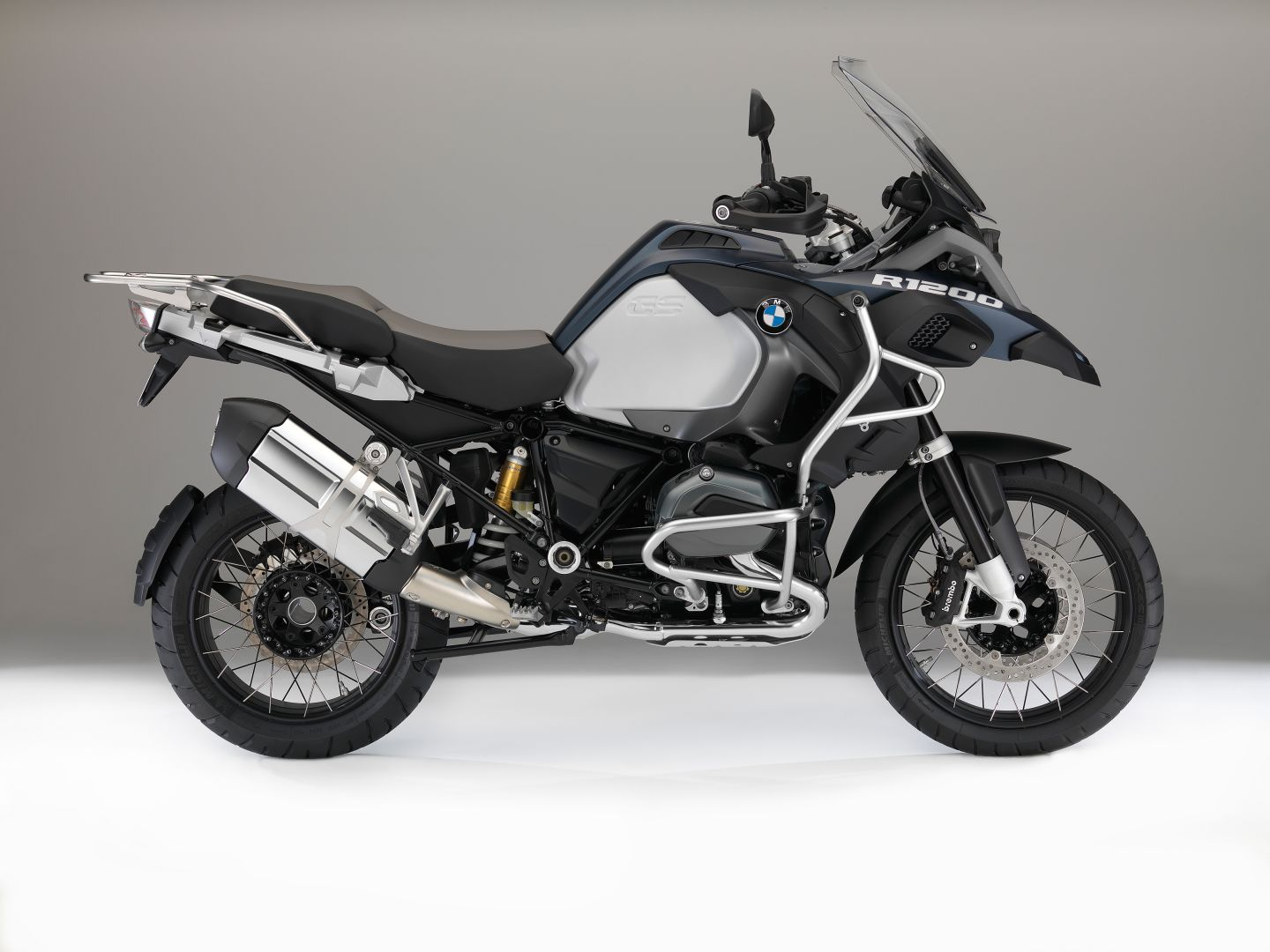 bmw motorcycles get upgraded colors and new features for. Black Bedroom Furniture Sets. Home Design Ideas