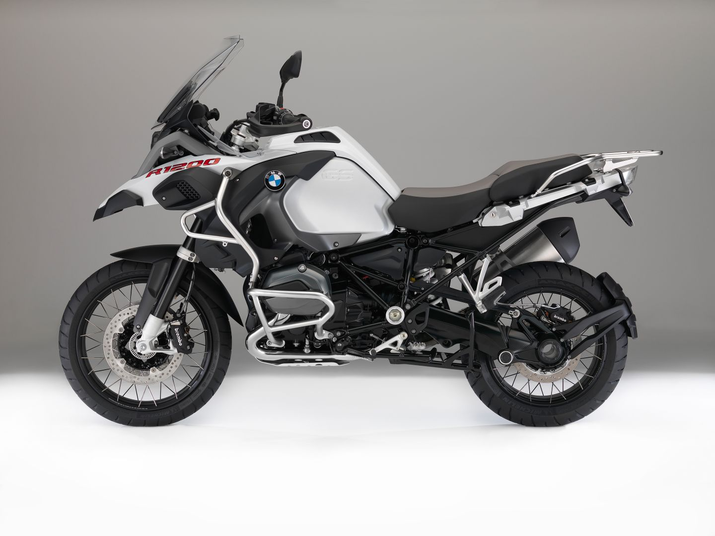 bmw motorcycles get upgraded colors and new features for 2016 autoevolution. Black Bedroom Furniture Sets. Home Design Ideas