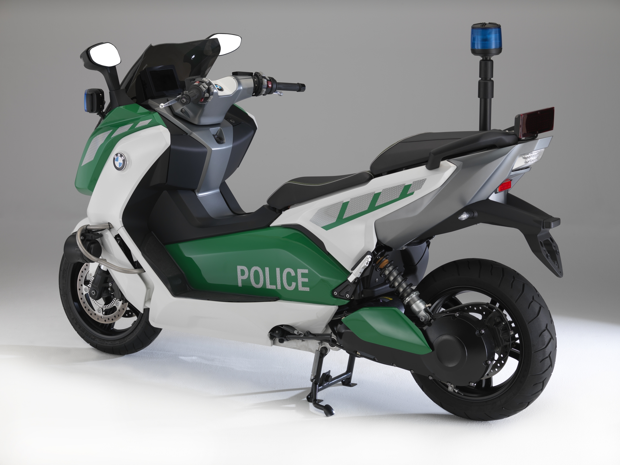 bmw shows police spec c 600 scooter and more at milipol. Black Bedroom Furniture Sets. Home Design Ideas