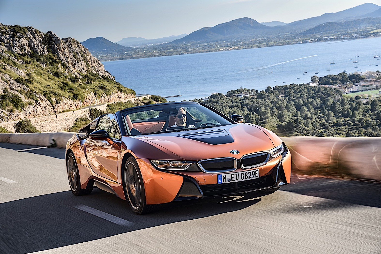 bmw shows the new i8 roadster in extensive photo gallery. Black Bedroom Furniture Sets. Home Design Ideas