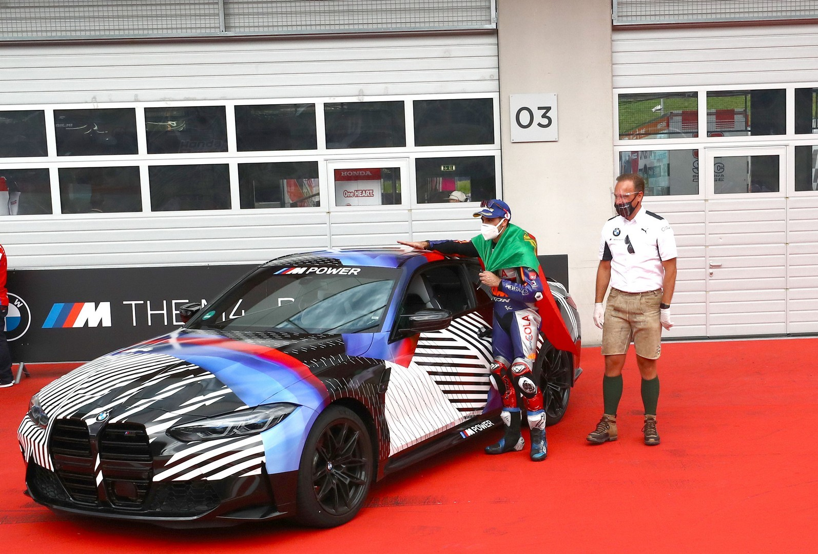 2020 - [BMW] M3/M4 - Page 20 Bmw-surprisingly-turned-the-new-m8-gran-coupe-into-a-safety-car-for-motogp_19