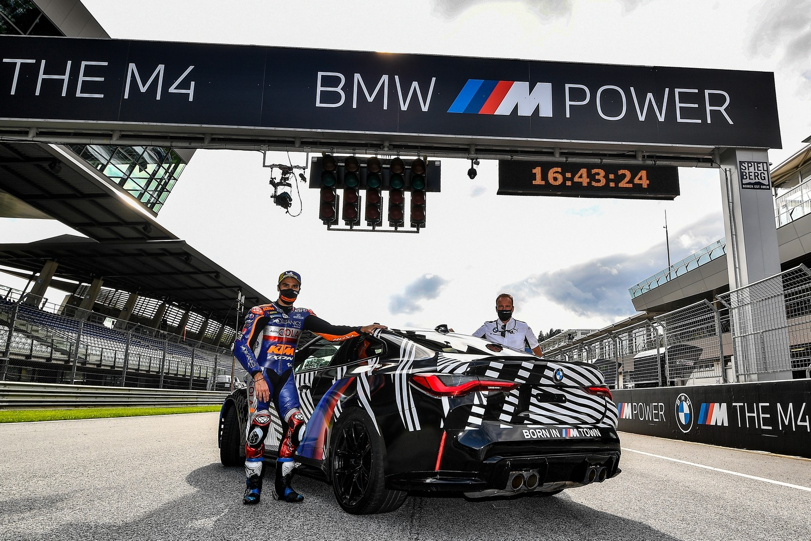 2020 - [BMW] M3/M4 - Page 20 Bmw-surprisingly-turned-the-new-m8-gran-coupe-into-a-safety-car-for-motogp_21