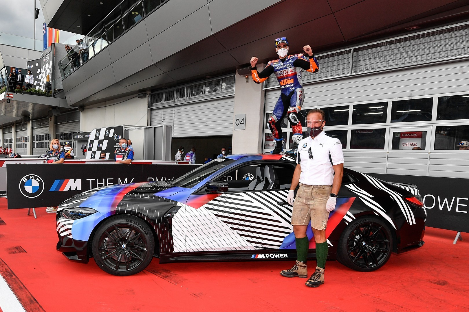 2020 - [BMW] M3/M4 - Page 20 Bmw-surprisingly-turned-the-new-m8-gran-coupe-into-a-safety-car-for-motogp_22