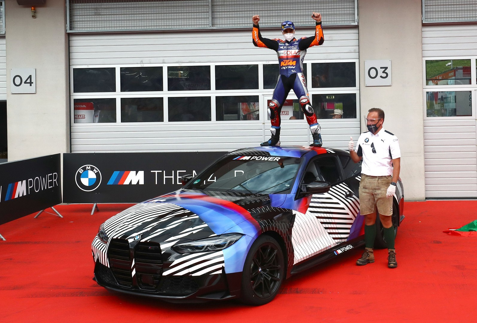 2020 - [BMW] M3/M4 - Page 20 Bmw-surprisingly-turned-the-new-m8-gran-coupe-into-a-safety-car-for-motogp_23