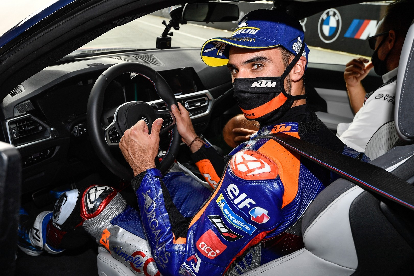 2020 - [BMW] M3/M4 - Page 20 Bmw-surprisingly-turned-the-new-m8-gran-coupe-into-a-safety-car-for-motogp_25