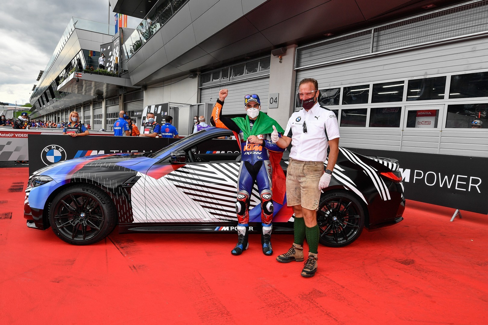2020 - [BMW] M3/M4 - Page 20 Bmw-surprisingly-turned-the-new-m8-gran-coupe-into-a-safety-car-for-motogp_27