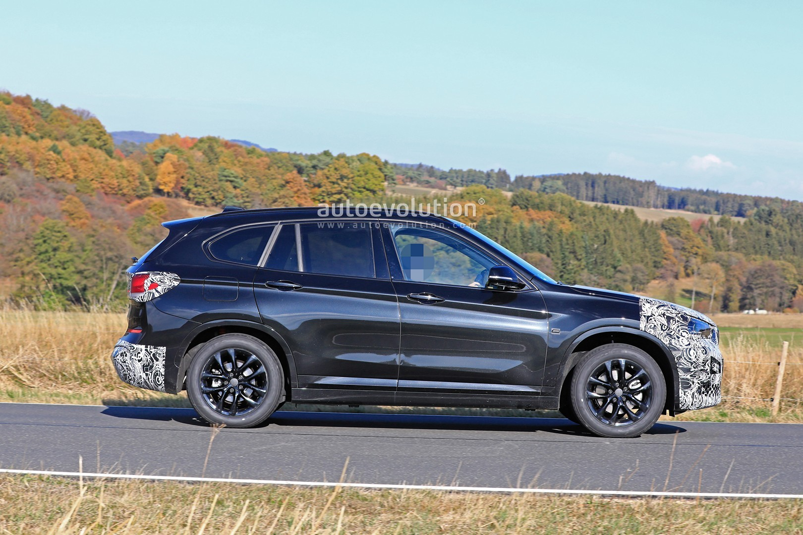 2020 BMW X1 Facelift Spied With New Headlights, Sporty ...