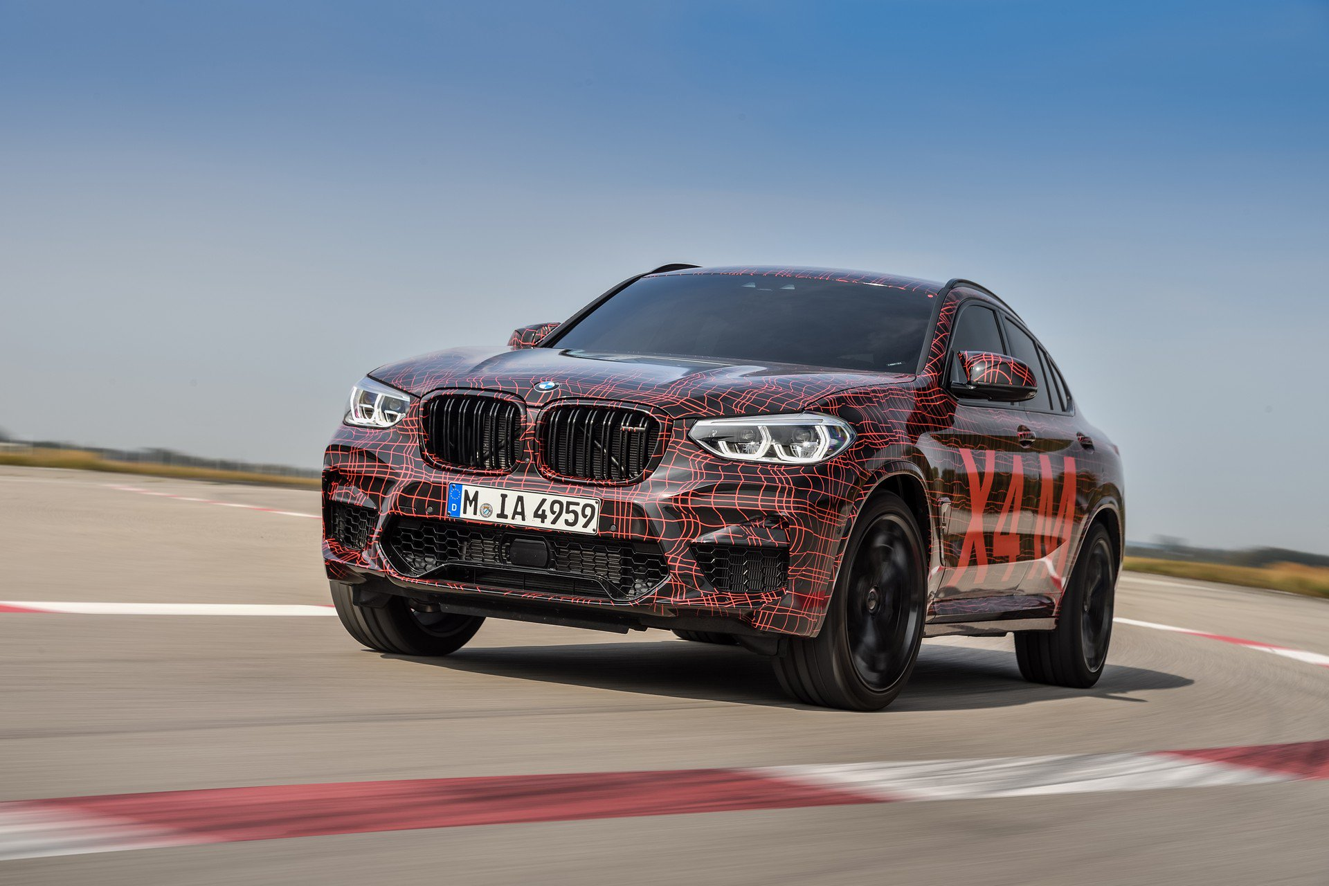 bmw x3 m and x4 m look sexy in official photos and videos autoevolution. Black Bedroom Furniture Sets. Home Design Ideas