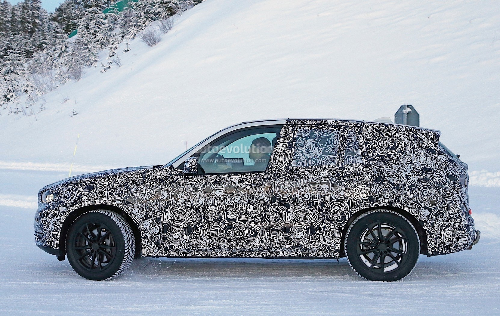 bmw-x3-spy​-shots-rev​eal-a-bigg​er-body-fo​r-the-germ​an-suv-pho​to-gallery​_7