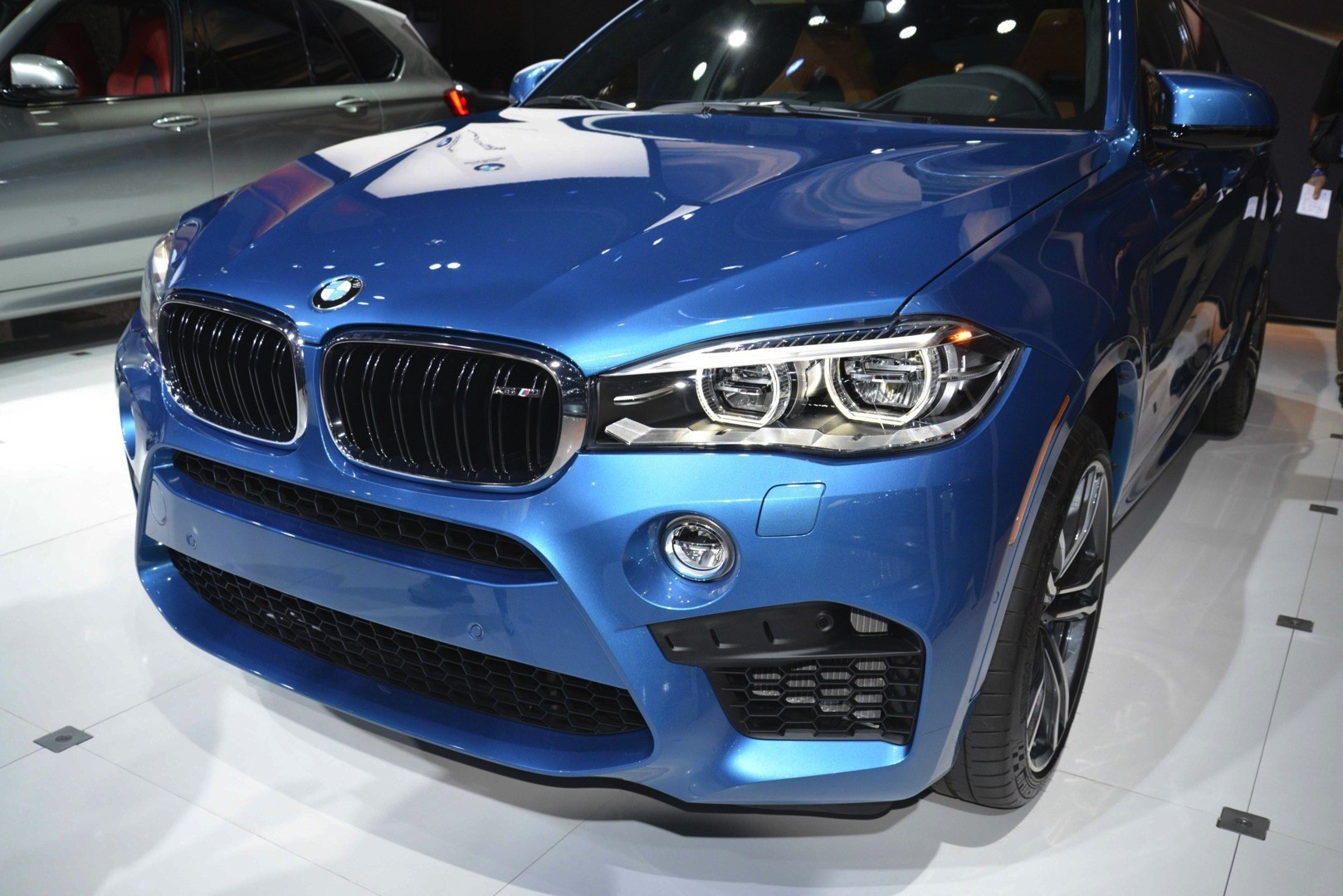 Bmw x5 m and x6 m show up in la with new colors live for M and m motors