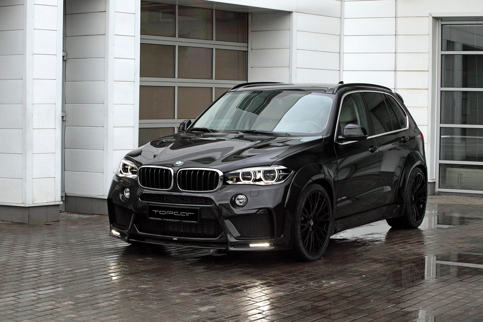 bmw x5 with lumma clr rs looks sinister in black. Black Bedroom Furniture Sets. Home Design Ideas