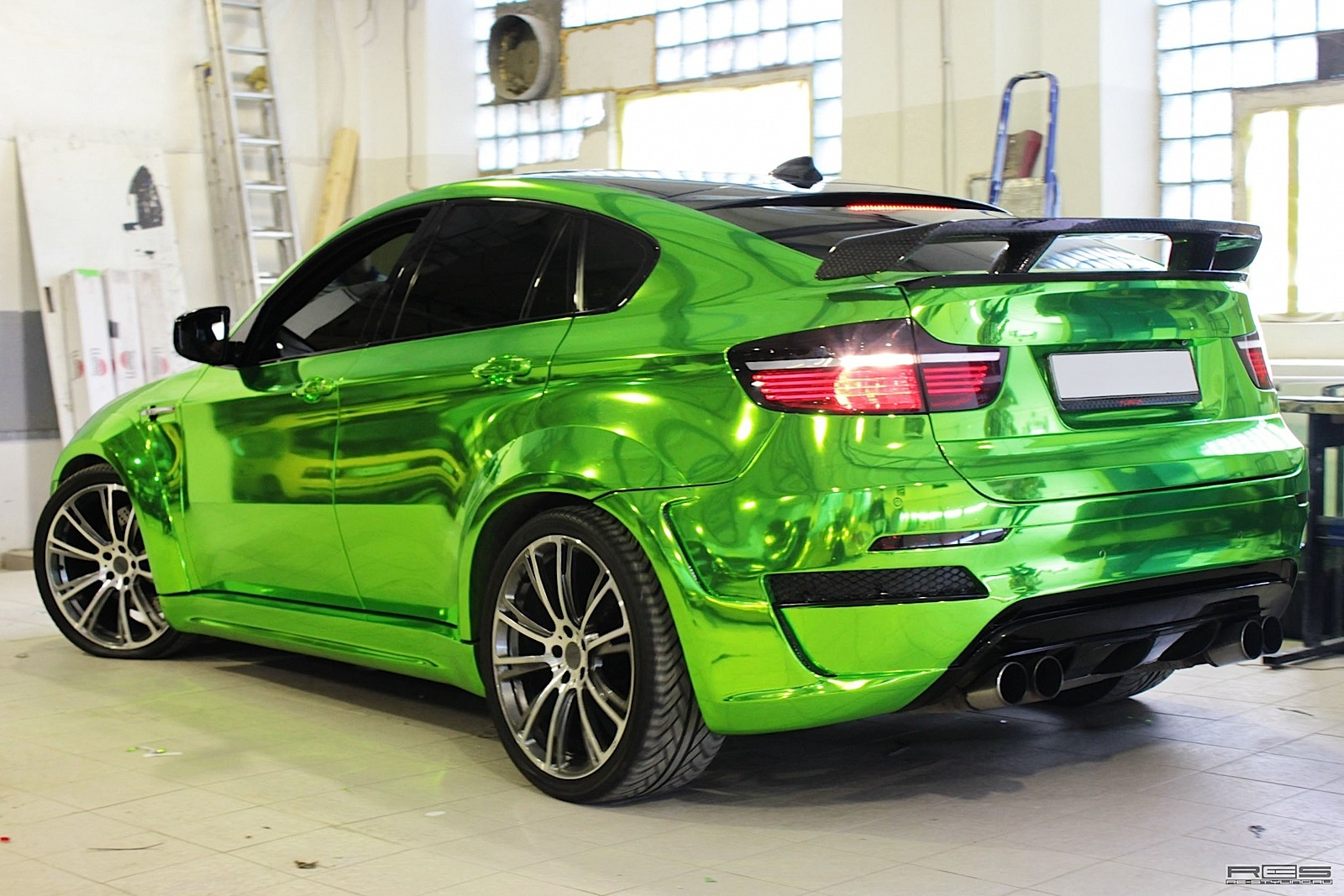 http://s1.cdn.autoevolution.com/images/news/gallery/bmw-x6-m-chrome-hulk-photo-gallery_12.jpg