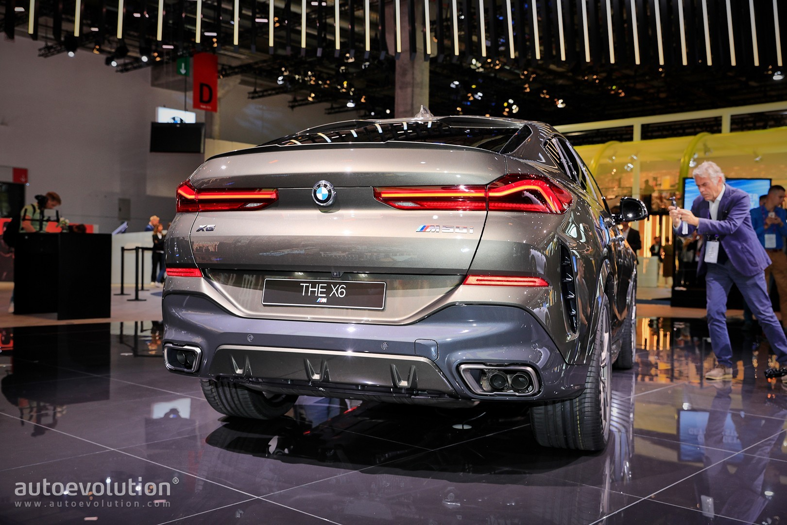 New BMW X6 M50i Starts from €99,600, Glowing Grille Costs ...