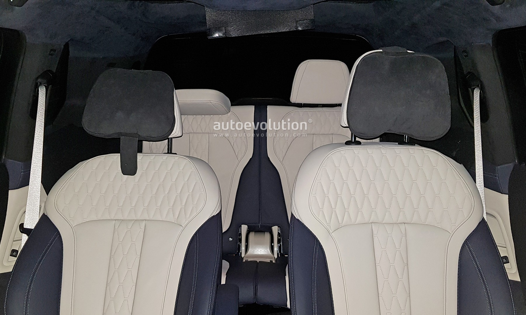 BMW X7 Shows Awesome 6-Seat Interior in Latest Spyshots ...