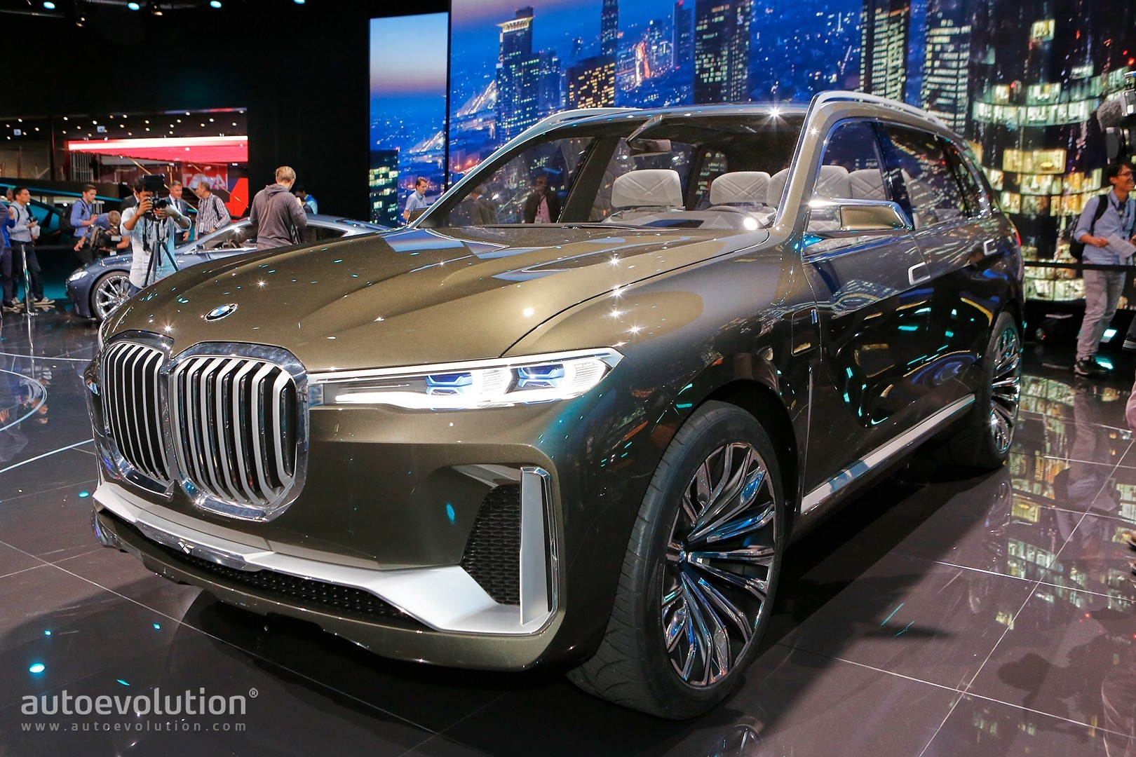 BMW X7 SUV Concept Is a Range Rover Lookalike in Frankfurt ...