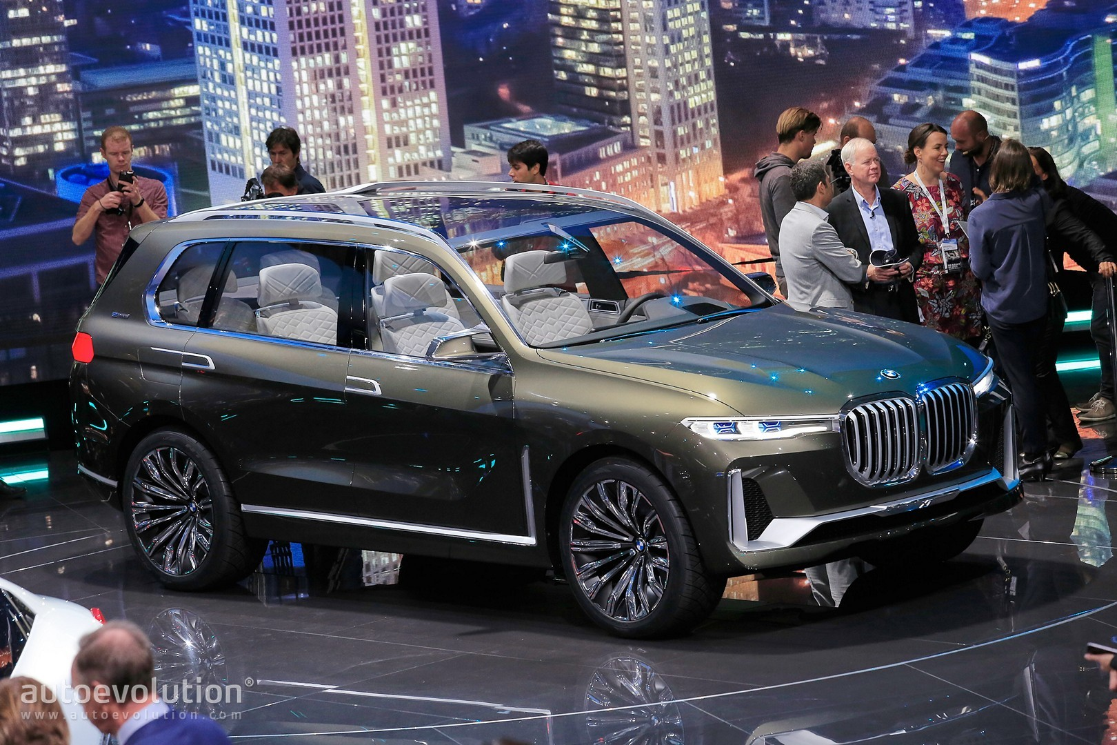 Bmw X7 Suv Concept Is A Range Rover Lookalike In Frankfurt Autoevolution