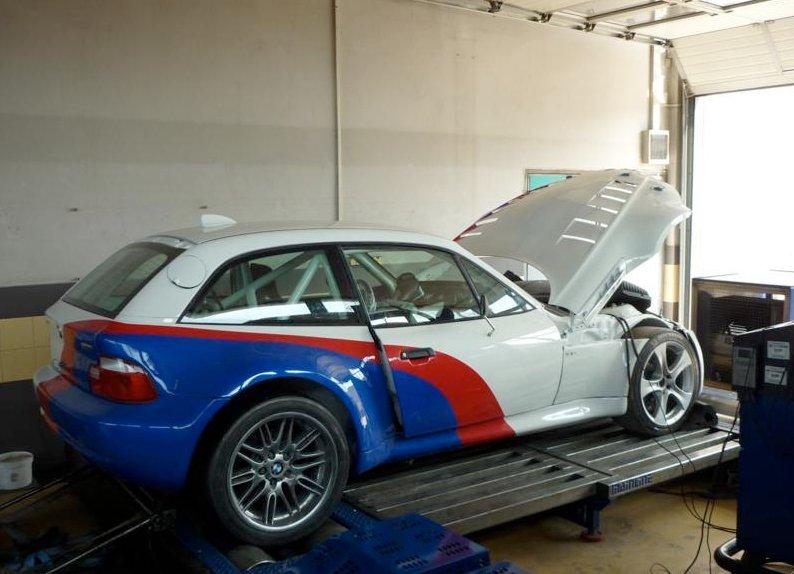 bmw z3 gets m5 v10 engine for bulgarian racing autoevolution. Black Bedroom Furniture Sets. Home Design Ideas