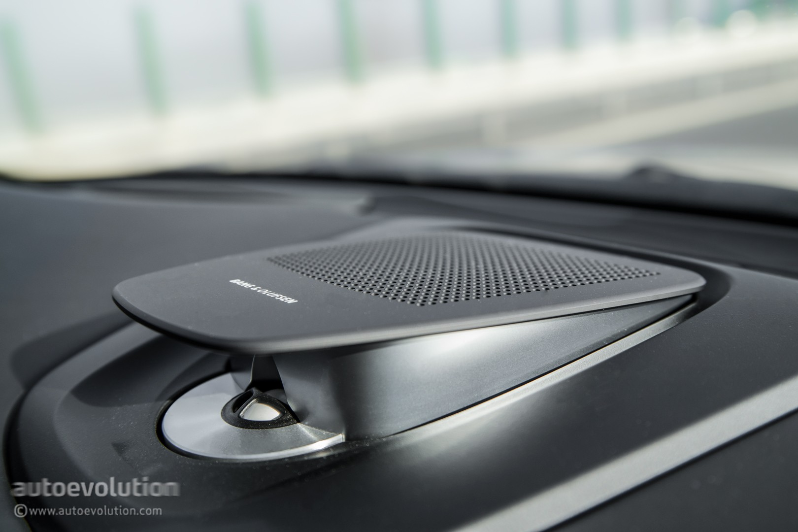Bmw s 2015 technologies reviewed from night vision to led - Bang olufsen barcelona ...