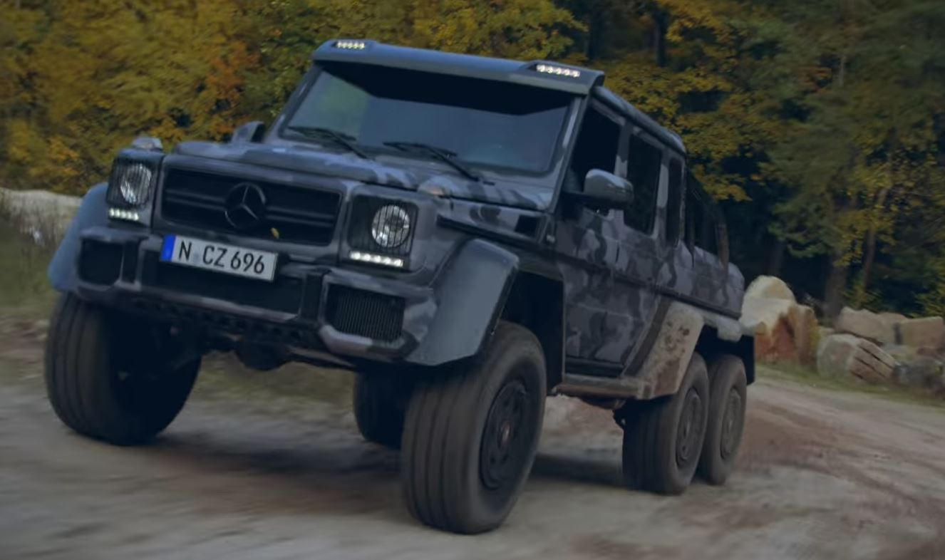 Brabus 700 G63 6x6 And G500 4 4 In Lime Green Play In Sand Factory Autoevolution