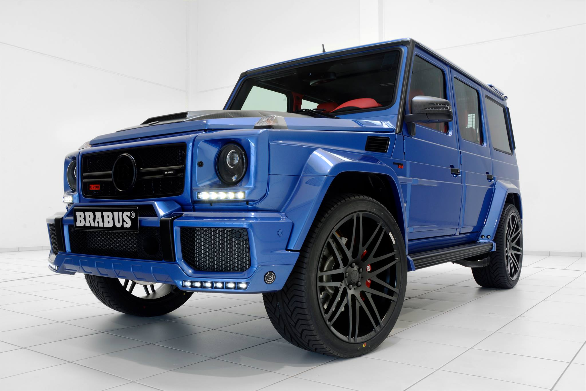 Benz Red Color >> Brabus' 700 HP G63 AMG Combines Blue Paint and Red Leather - autoevolution