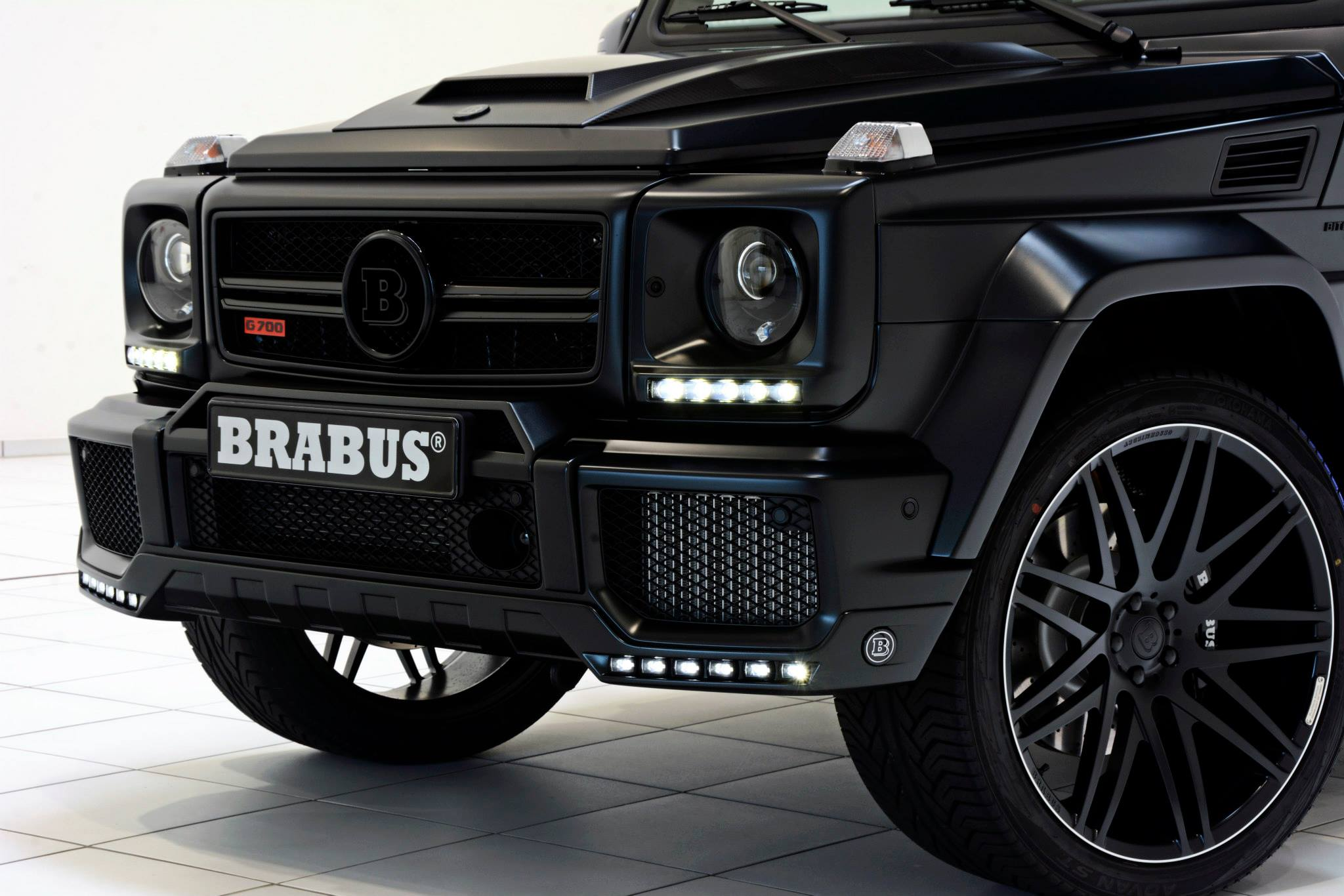 Brabus 700 widestar for g63 amg is a sinister off road for Mercedes benz clase g