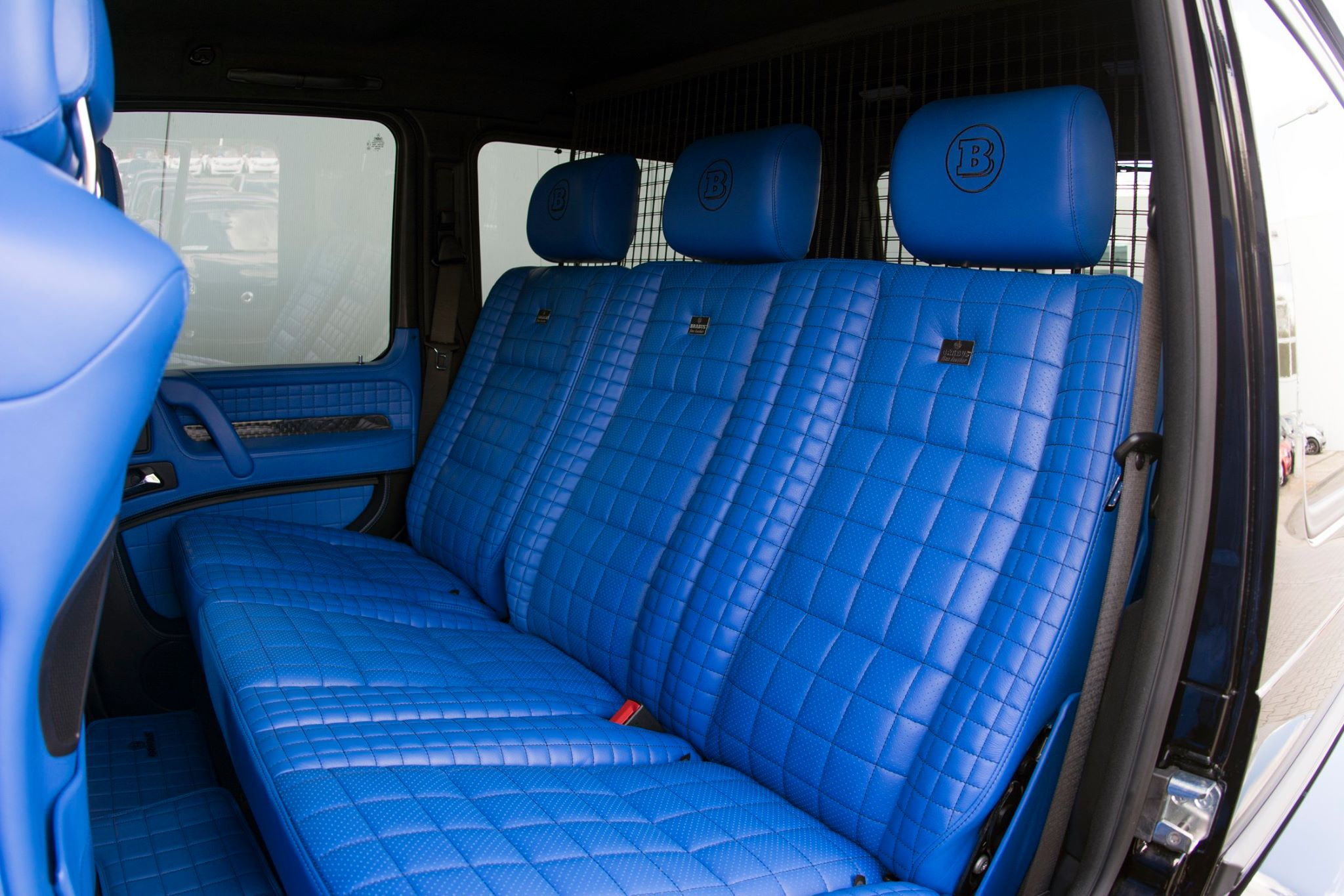 brabus g500 4x4 has a blue leather interior that 39 s nifty autoevolution. Black Bedroom Furniture Sets. Home Design Ideas