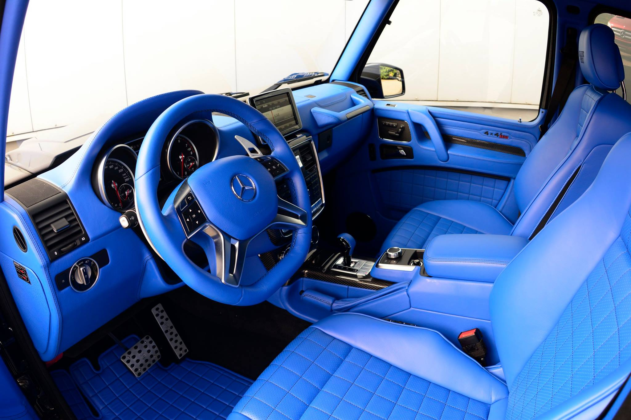 brabus g500 4x4 has red engine and smurf skin interior autoevolution. Black Bedroom Furniture Sets. Home Design Ideas