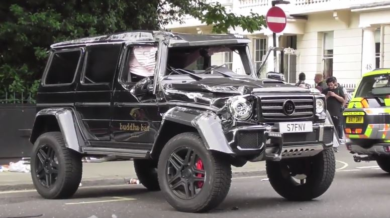 update brabus g500 4x4 rolls over gets wrecked after prius crash in london autoevolution. Black Bedroom Furniture Sets. Home Design Ideas