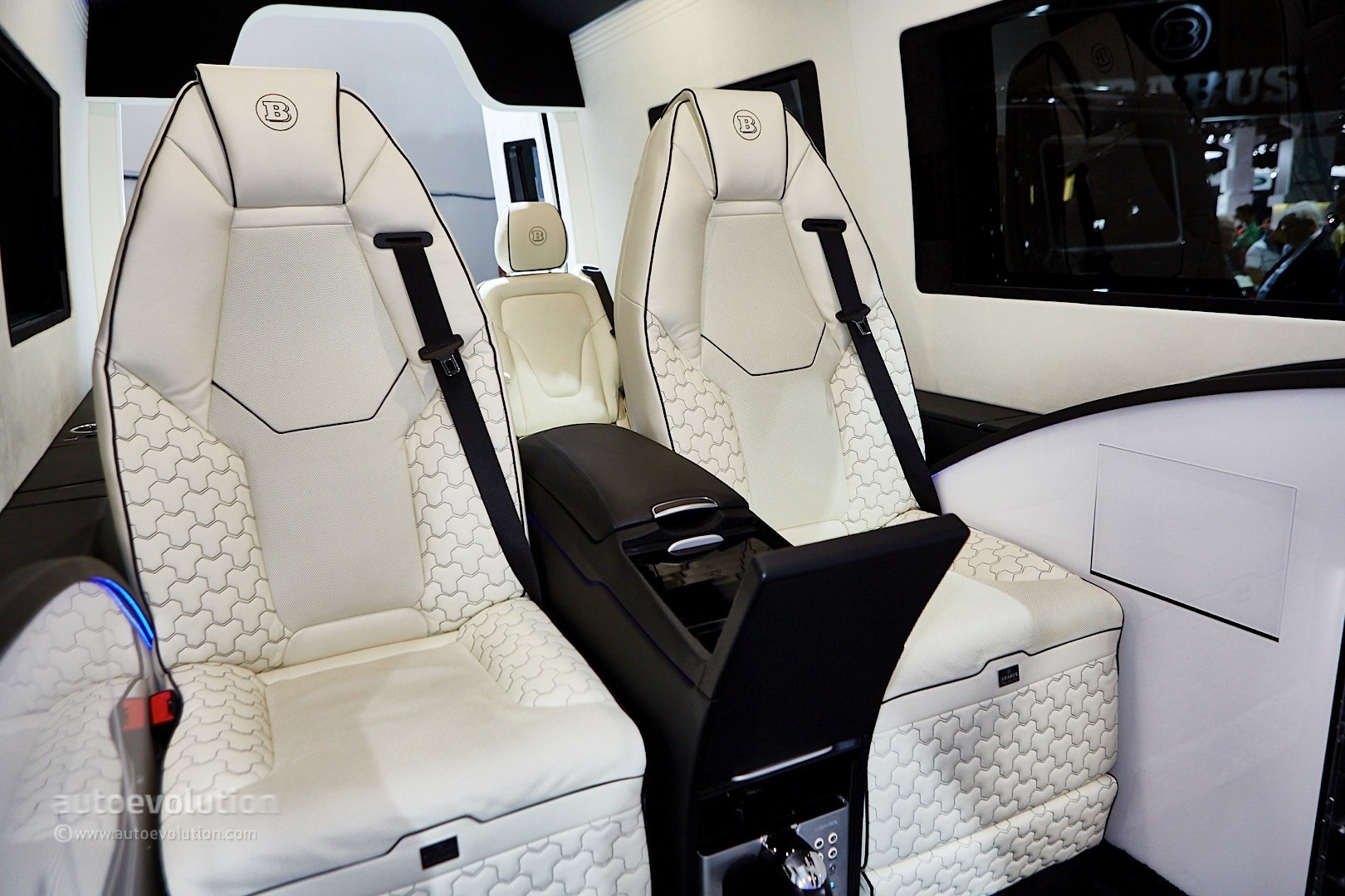 ' ' from the web at 'http://s1.cdn.autoevolution.com/images/news/gallery/brabus-sprinter-and-v-class-fill-the-luxury-van-gap-in-frankfurt-live-photos_14.jpg'
