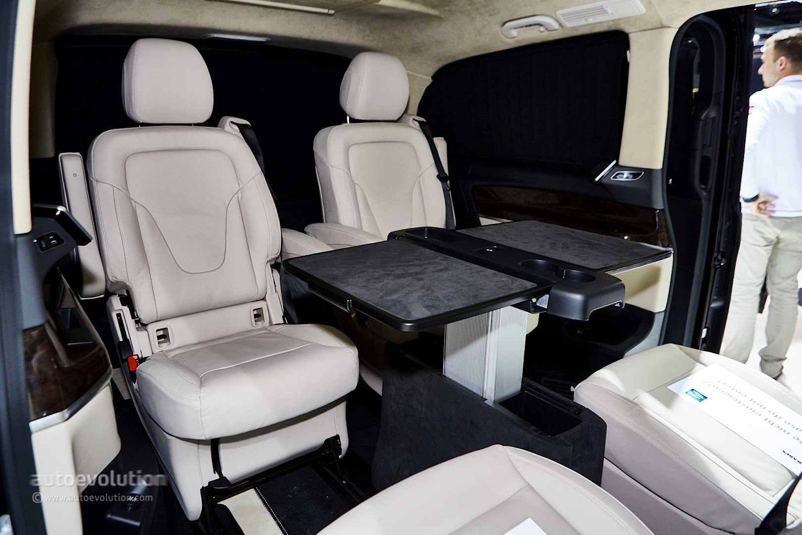 ' ' from the web at 'http://s1.cdn.autoevolution.com/images/news/gallery/brabus-sprinter-and-v-class-fill-the-luxury-van-gap-in-frankfurt-live-photos_22.jpg'