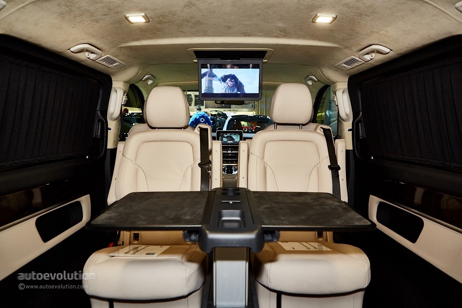 ' ' from the web at 'http://s1.cdn.autoevolution.com/images/news/gallery/brabus-sprinter-and-v-class-fill-the-luxury-van-gap-in-frankfurt-live-photos_27.jpg'