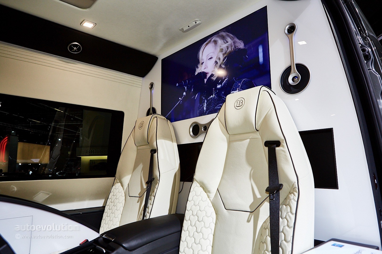 ' ' from the web at 'http://s1.cdn.autoevolution.com/images/news/gallery/brabus-sprinter-and-v-class-fill-the-luxury-van-gap-in-frankfurt-live-photos_8.jpg'
