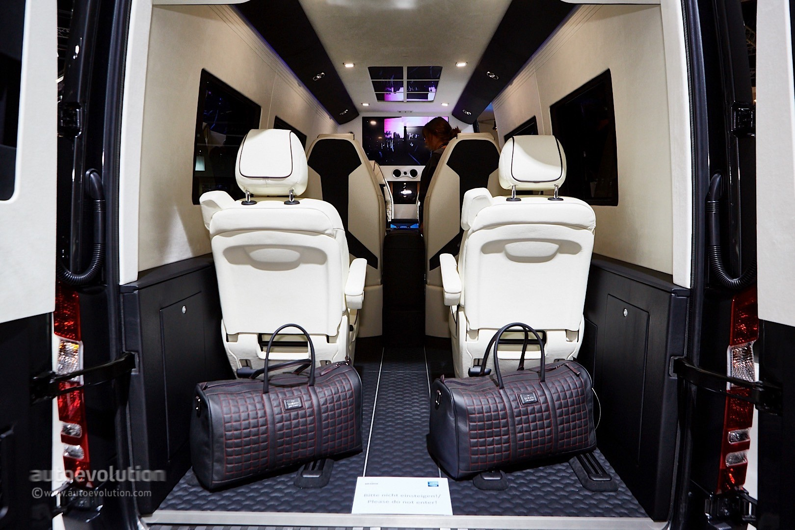 ' ' from the web at 'http://s1.cdn.autoevolution.com/images/news/gallery/brabus-sprinter-and-v-class-fill-the-luxury-van-gap-in-frankfurt-live-photos_9.jpg'