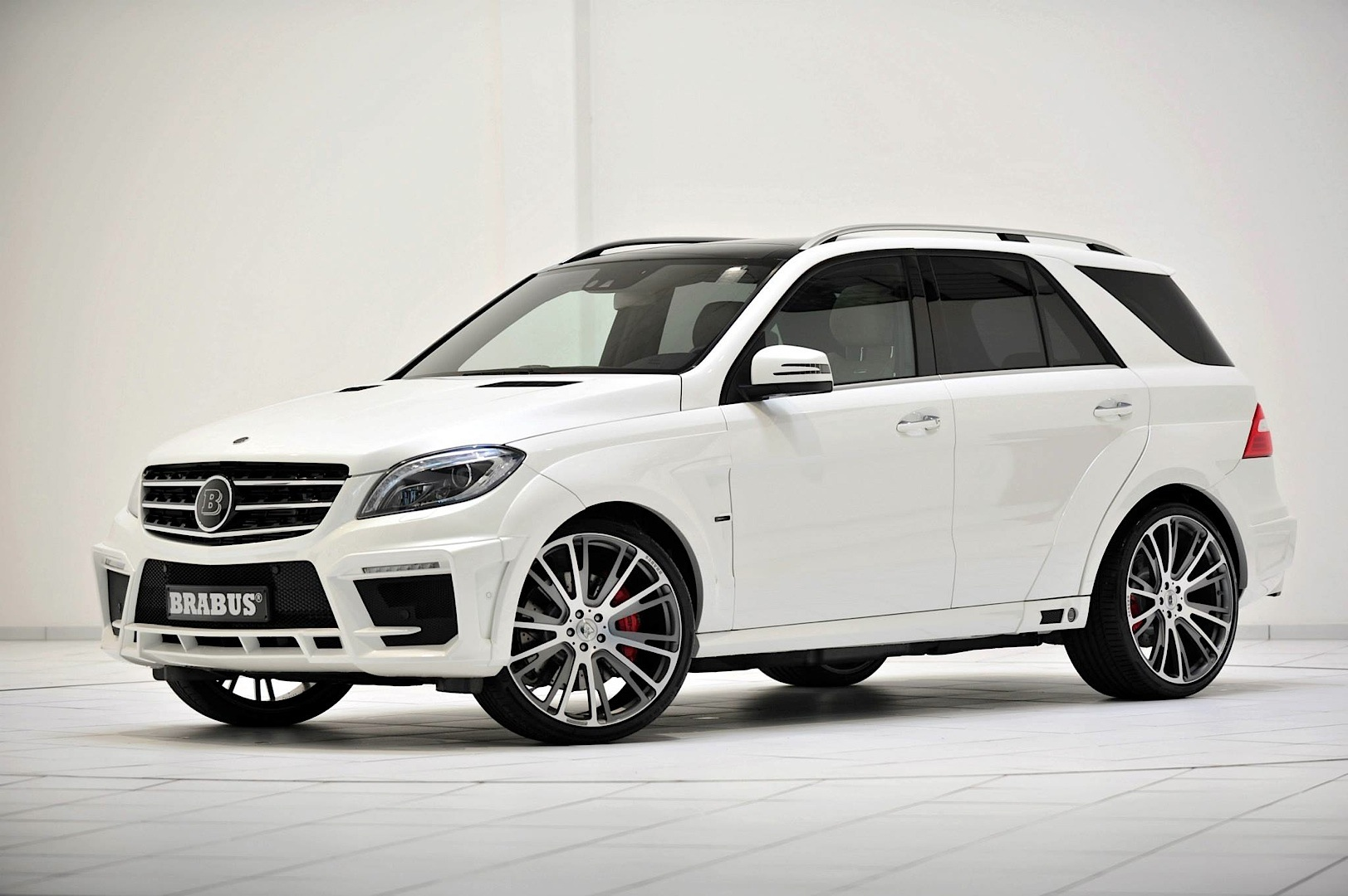 Brabus unleashes 700 hp mercedes benz ml 63 amg for Mercedes benz brabus amg