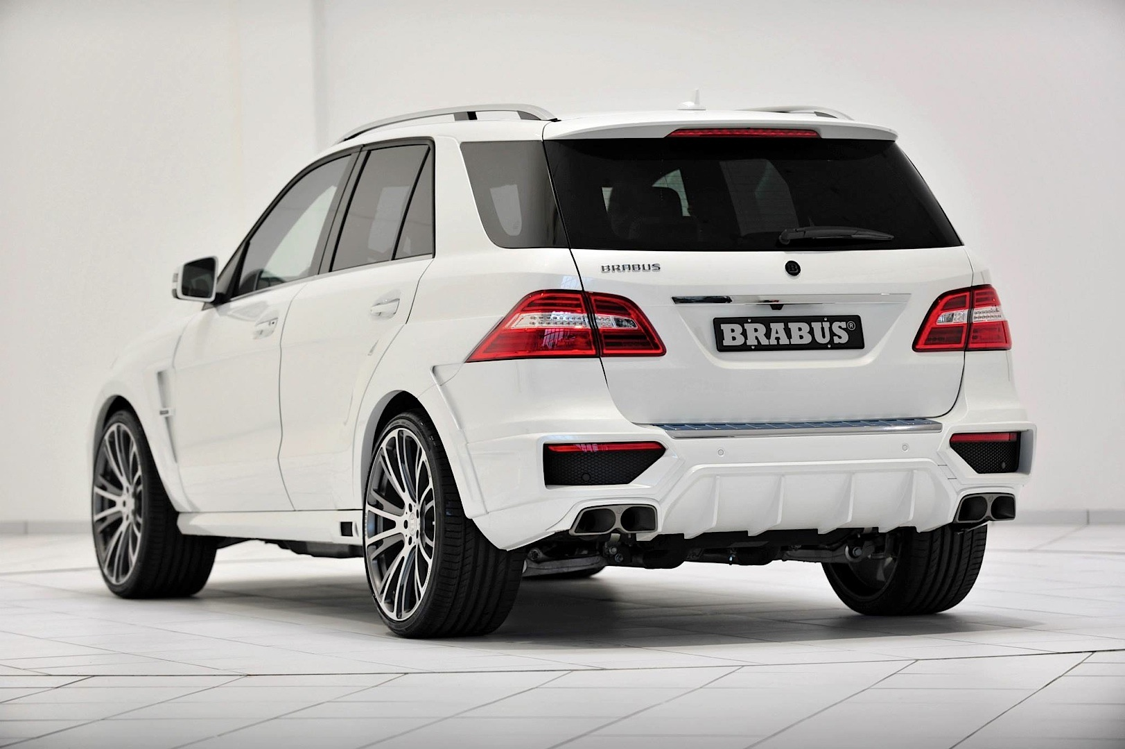 Brabus Unleashes 700 Hp Mercedes Benz Ml 63 Amg