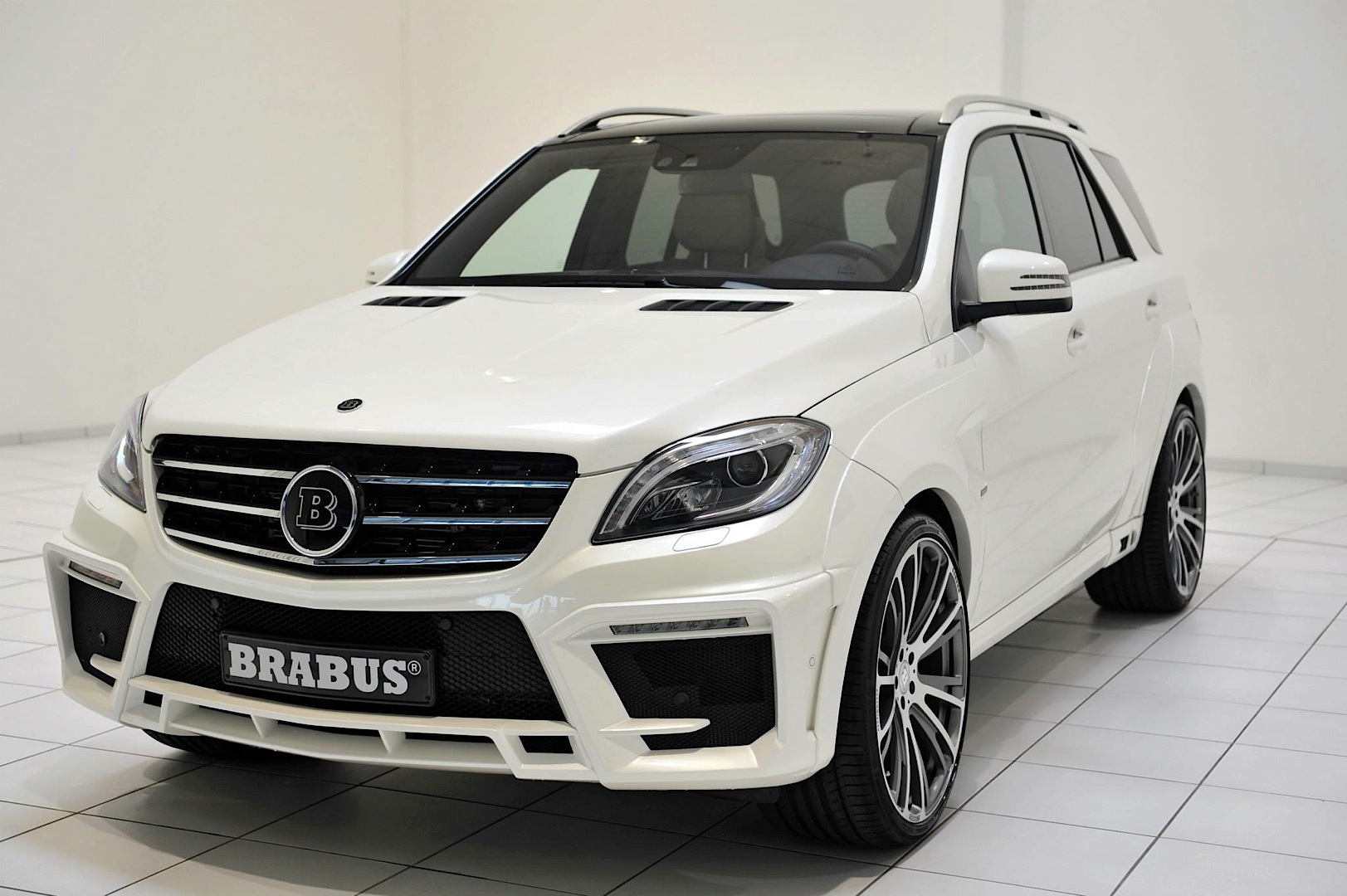 brabus unleashes 700 hp mercedes benz ml 63 amg autoevolution. Black Bedroom Furniture Sets. Home Design Ideas