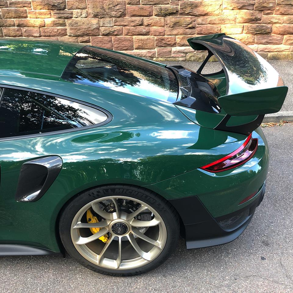 British Racing Green Porsche 911 Gt2 Rs With White Gold Metallic Wheels Is Posh Autoevolution