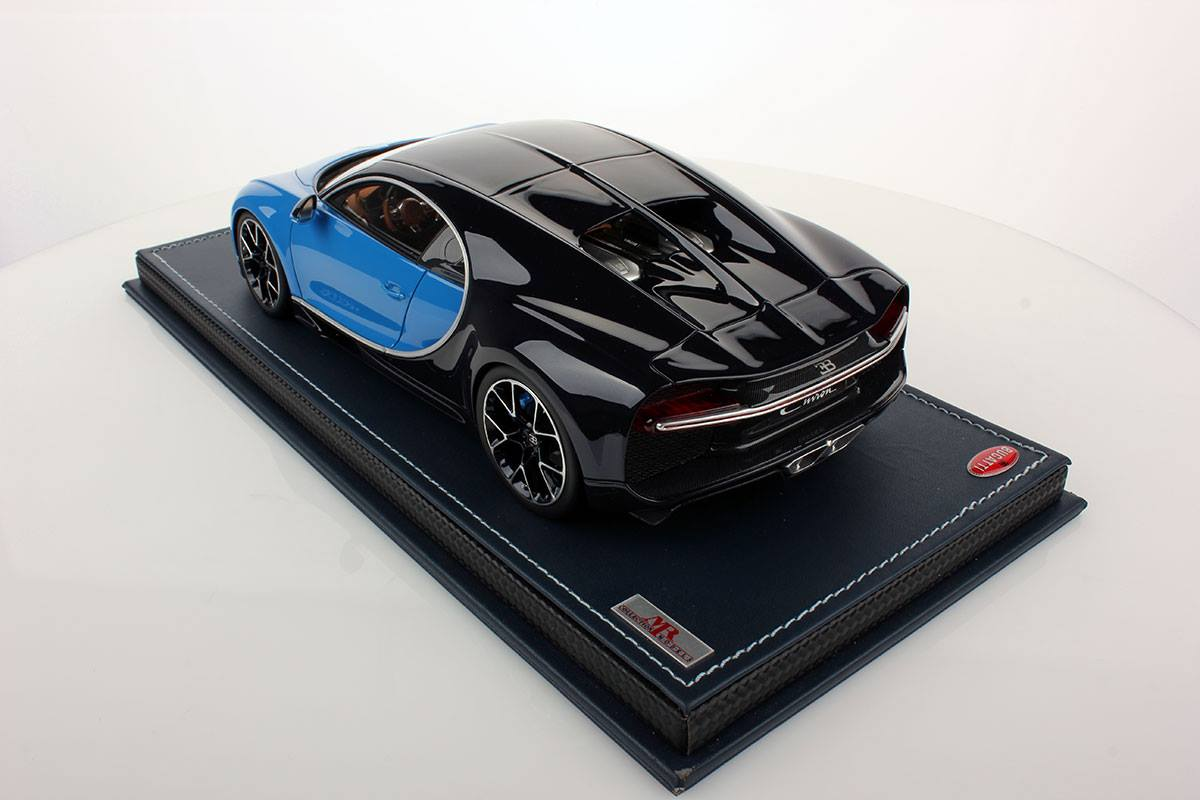 bugatti chiron 1 18 scale model comes with accurate details and leather base autoevolution. Black Bedroom Furniture Sets. Home Design Ideas