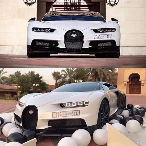"""Update: Bugatti Chiron Gets """"Unboxed,"""" Looks Like A Panda"""