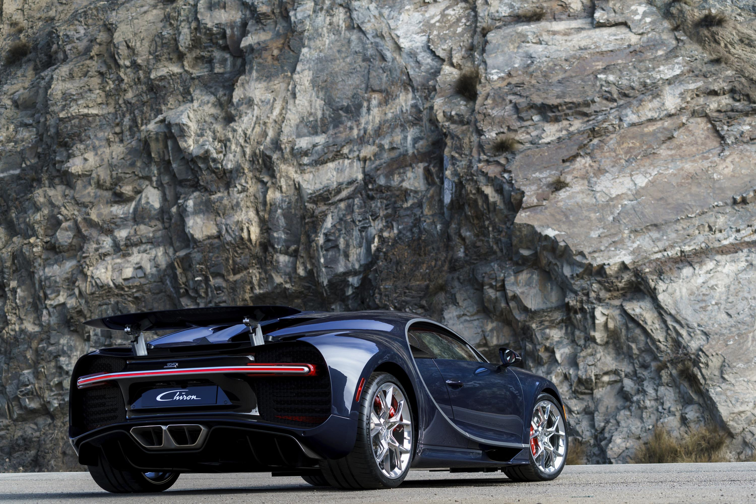 bugatti chiron 39 s true top speed limited by current tire. Black Bedroom Furniture Sets. Home Design Ideas