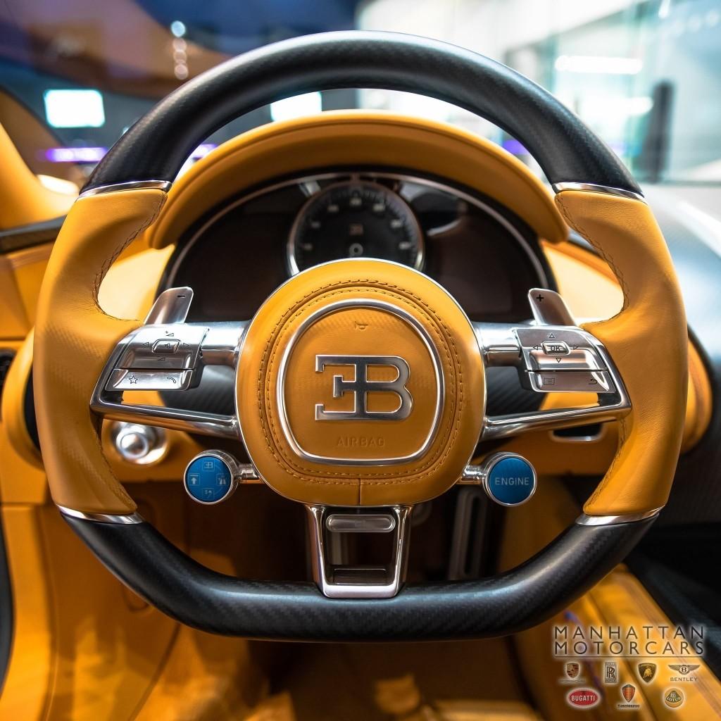 update bugatti chiron spotted in manhattan autoevolution. Black Bedroom Furniture Sets. Home Design Ideas
