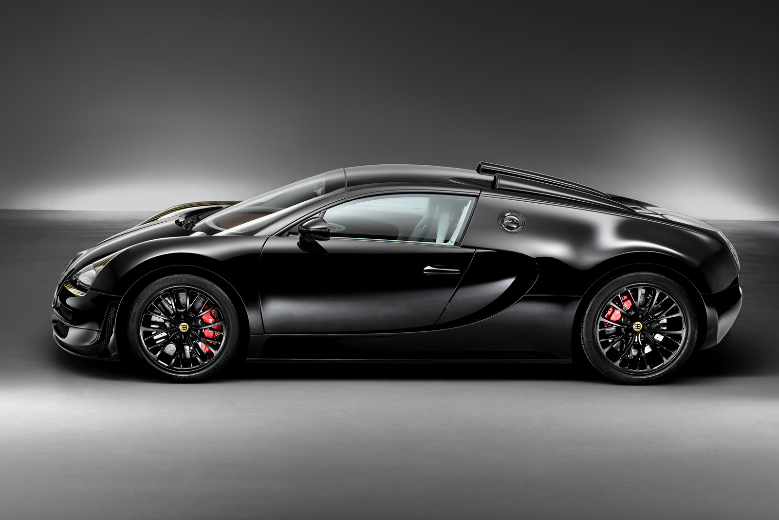 Bugatti Veyron Quot Black Bess Quot Mixes Gold Aviation And